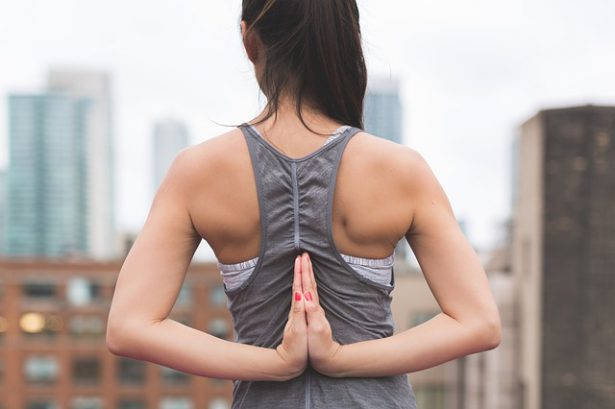 背筋を鍛える方法|女性におすすめ背中のトレーニング3選