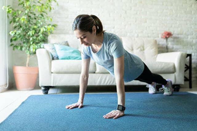 【女性向け】腕立て伏せで腕を細くする効果的なやり方3選